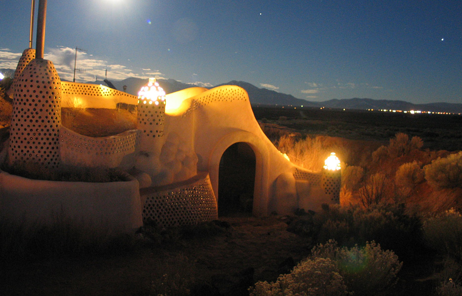 Earthship-Biotecture-1