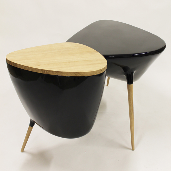 Binôme's Tripode desk made with resin and oak wood