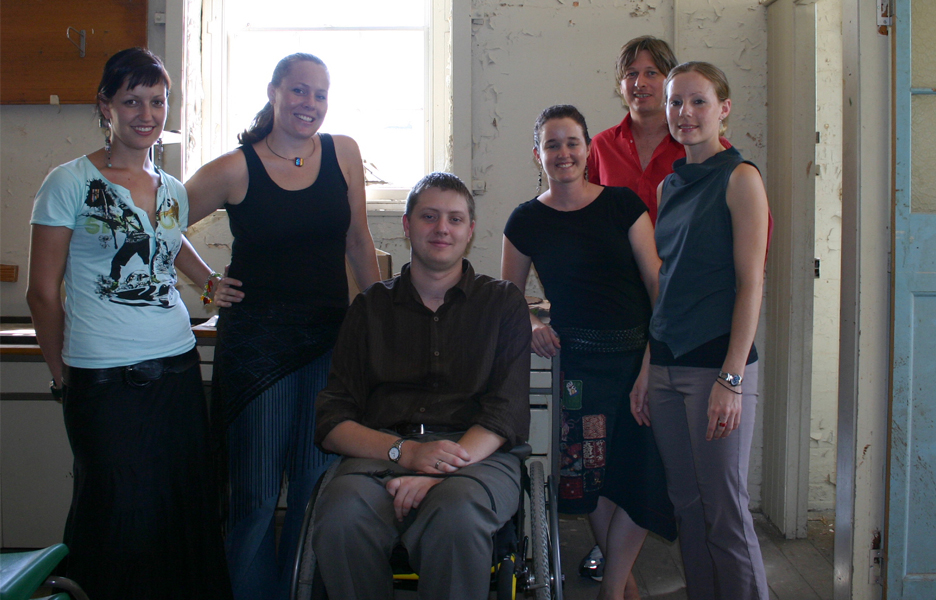 The first group of graduates at the APA in early 2005, from left: Josephine MacLeod, Katie Fairbrother, Andrew Vikstrom, Rachel Barnard, Ben Thomas (who left early and was replaced by Marissa Lindquist) and Jaime Weber; Source: The Architectural Practice Academy