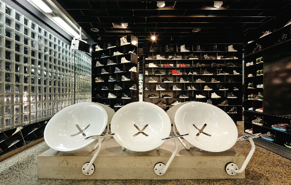 Spun steel chairs, similar to those found in Metro stations, lend a science fiction ambience to the online experience.