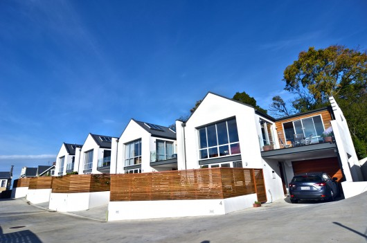 Heritage View Townhouses, Dunedin / The Design Studio. Image Courtesy of ADNZ