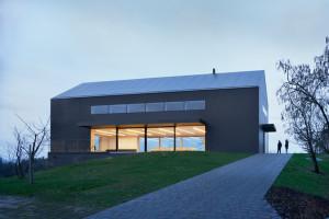 architektura-d.o.o.-the-black-barn-designboom-10