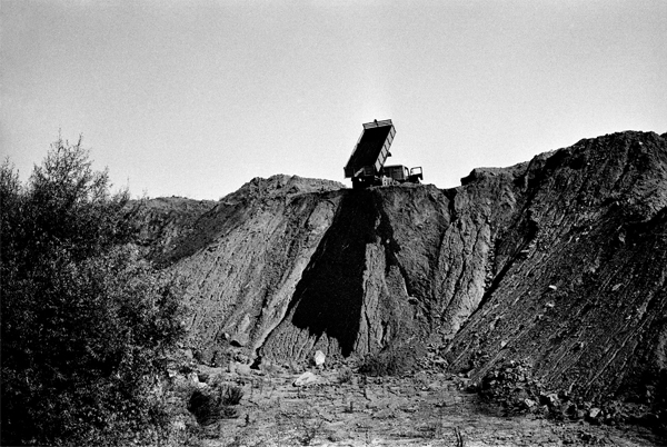 Fig. 7: Robert Smithson, Asphalt Rundown, Rome, 1969 (photo by Claudio Abate)