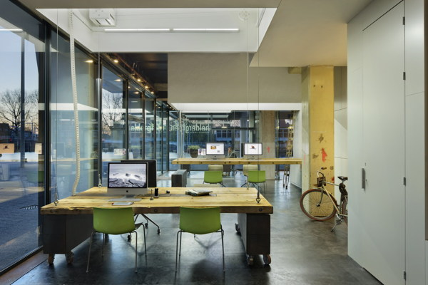 Heldergroen's innovative approach to office design creates a fully convertible space when desks are stored