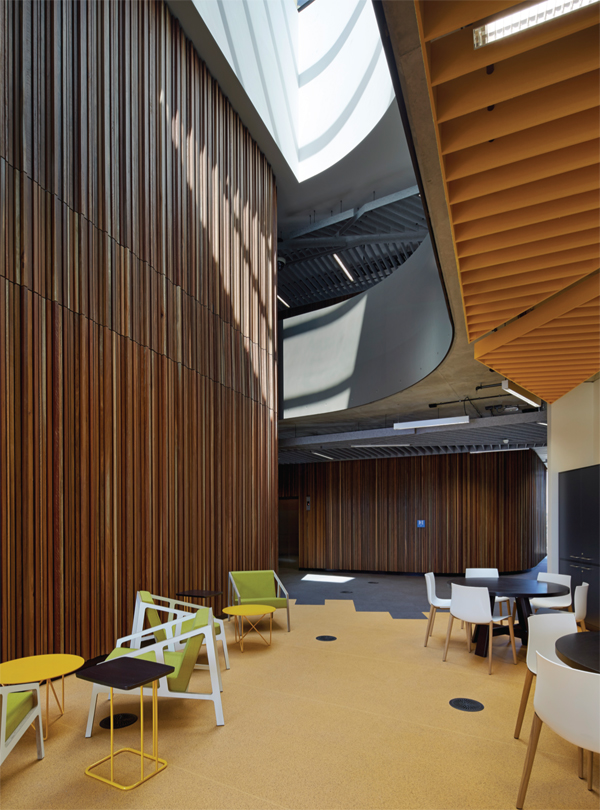 informal-meeting-spaces-offer-students-and-staff-breakout-space