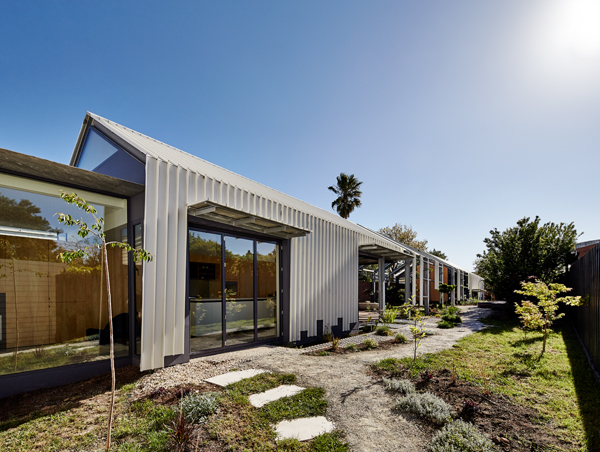 Cut Paw Paw house by Andrew Maynard Architects
