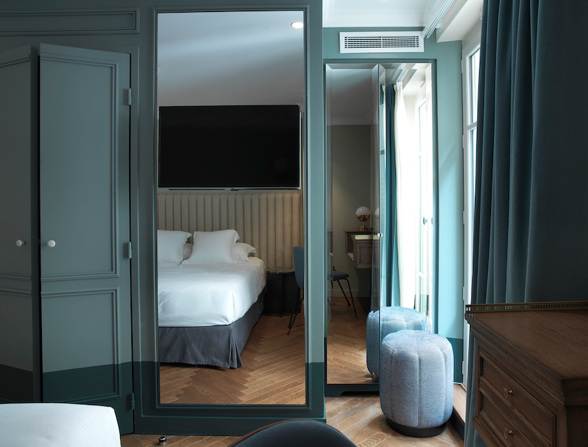 A classique room with subdued colour palette of blue.