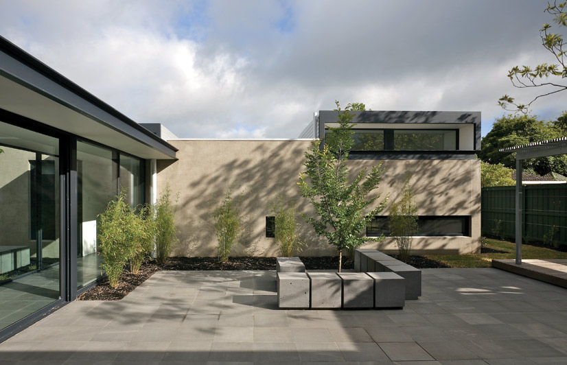 Hamilton courtyard house australian design review for Courtyard landscaping australia